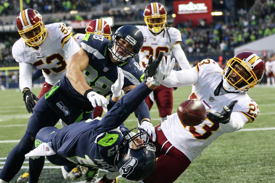 Seahawks tight end Jimmy Graham and wide receiver Tanner McEvoy miss a hail mary in the end zone from quarterback Russell Wilson during the fourth quarter of an NFL game against Washington at CenturyLink Field on Sunday, Nov. 5, 2017. Photo: GRANT HINDSLEY, SEATTLEPI.COM / SEATTLEPI.COM