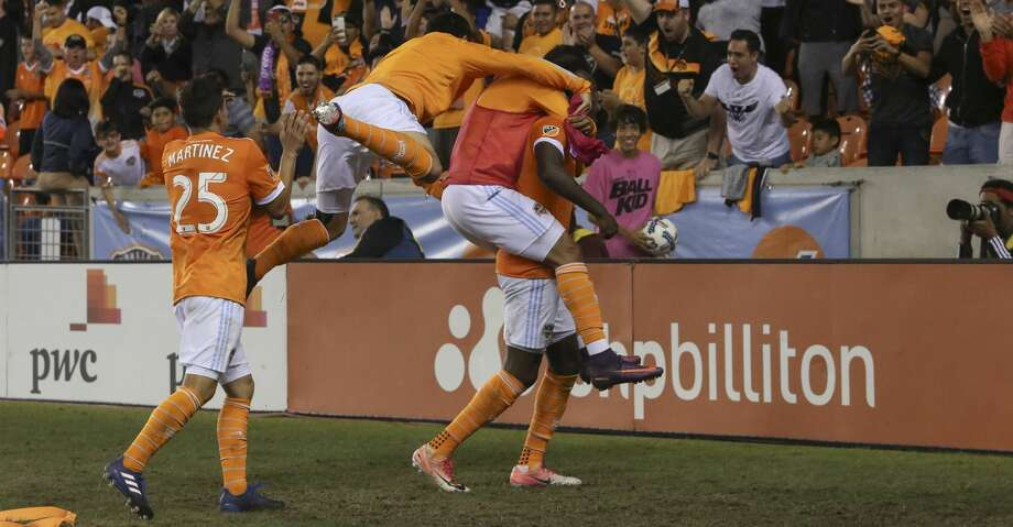 Houston Dynamo players celebrting Houston Dynamo forward Alberth Elis's (17) goal during the first half of OT of the first-round playoff MLS match against the Sporting Kansas City at BBVA Compass Stadium Thursday, Oct. 26, 2017, in Houston. ( Yi-Chin Lee / Houston Chronicle ) Photo: Yi-Chin Lee/Houston Chronicle