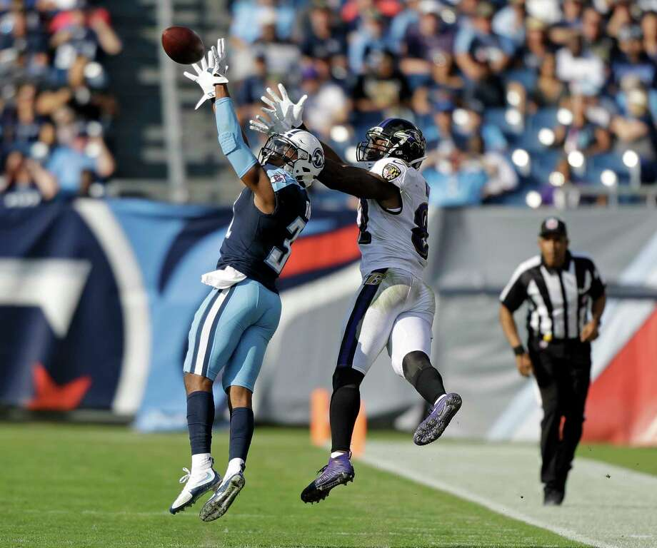 Titans safety Kevin Byard, left, intercepts a pass intended for Ravens tight end Benjamin Watson in the second half Sunday. Byard had two picks on the day and has five in his last two games. Photo: Wade Payne, FRE / FR23601 AP