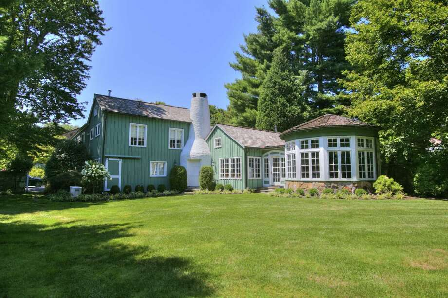 The Modern Colonial Farmhouse At 2 Twin Circle Drive Is A Unique Blend Of Vintage And