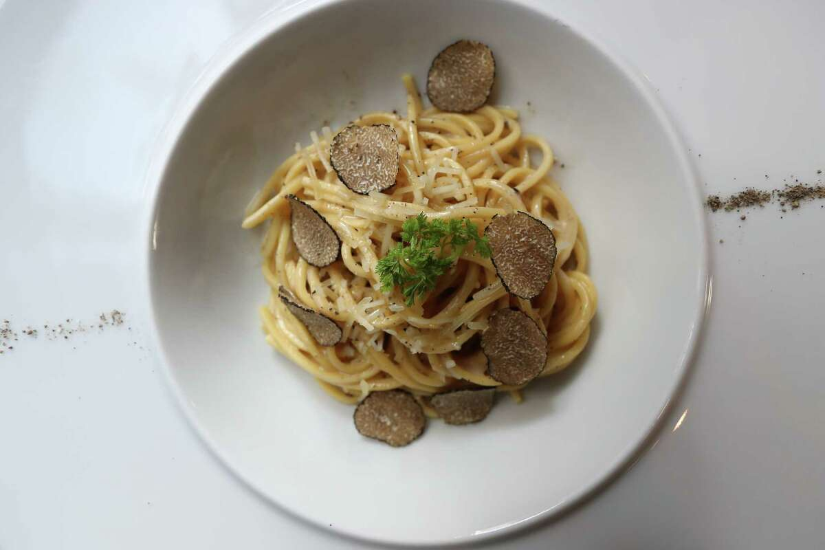 Cacio e pepe with black truffles at Potente