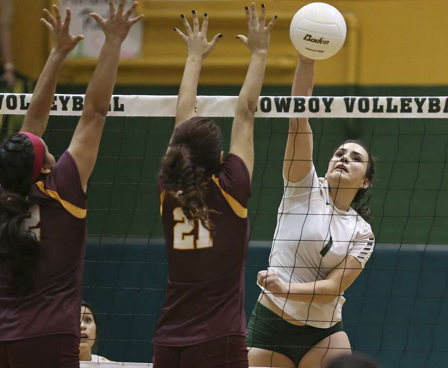 Miranda Rich, shown in a 2015 file photo going for a spike agasint Harlandale, led McCollum to two playoff victories last week. Photo: Tom Reel /San Antonio Express-News