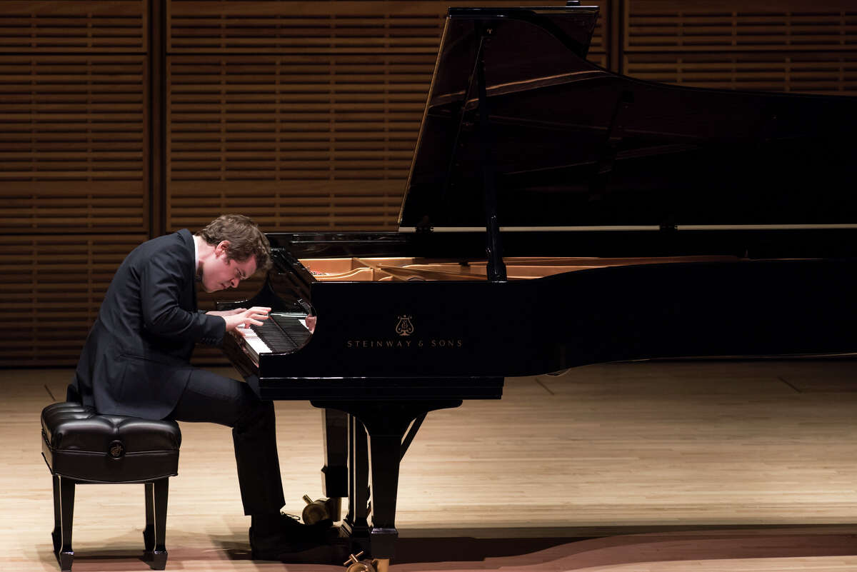 Benjamin Grosvenor in his debut at Carnegie Hall in New York, Oct. 15, 2015. The pianist plays with judgment far beyond his years and a tone so achingly antique it ought to be heard through the crackle of an old record. (Stefan Cohen via The New York Times) -- NO SALES; FOR EDITORIAL USE ONLY WITH STORY SLUGGED GROSVENOR MUSIC REVIEW BY ALLEN. ALL OTHER USE PROHIBITED. ORG XMIT: XNYT99