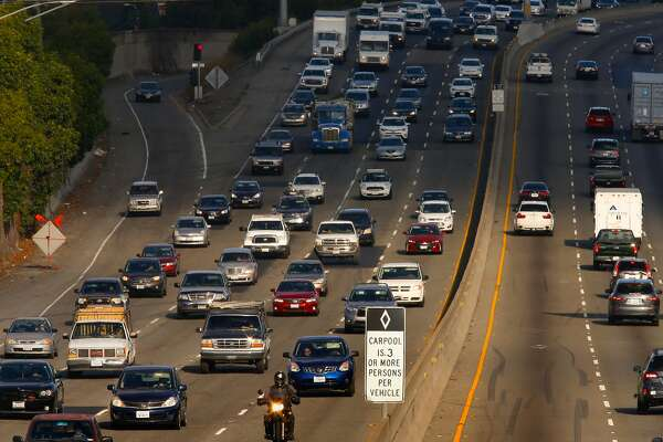 Carpool Lane Rules >> California Aims To Get Less Affluent Plug In Drivers Into Carpool