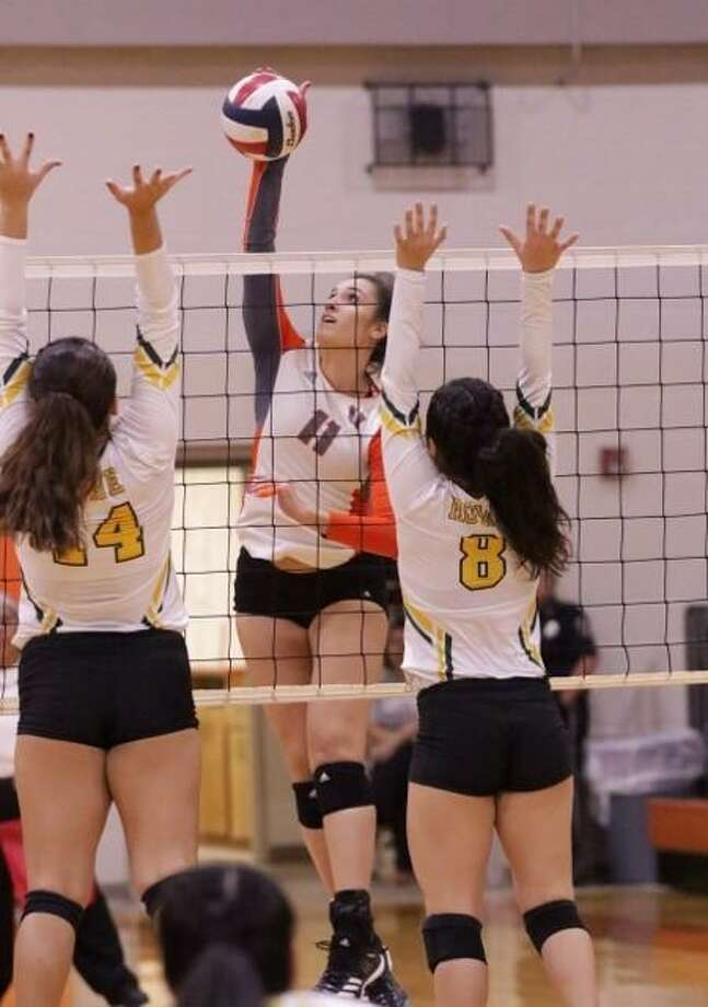 Lauren Arzuaga had a team-high 17 kills as United was eliminated with a 3-1 (25-17, 26-24, 20-25, 25-14) loss to McAllen Nikki Rowe Tuesday in Alice. Photo: Clara Sandoval /Laredo Morning Times