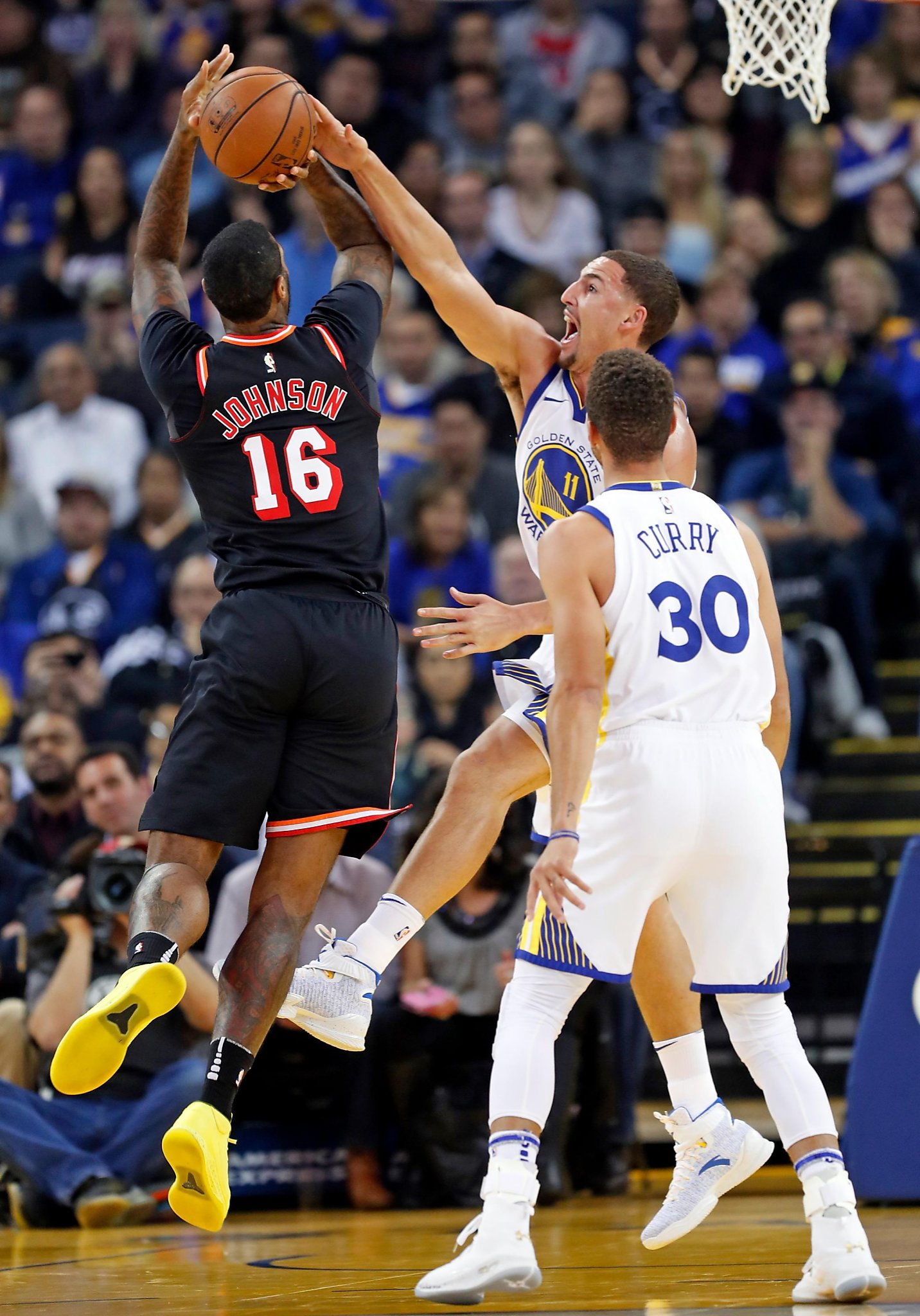 cc0dd9e31cff Warriors show off improved defense in rout of Heat - SFGate
