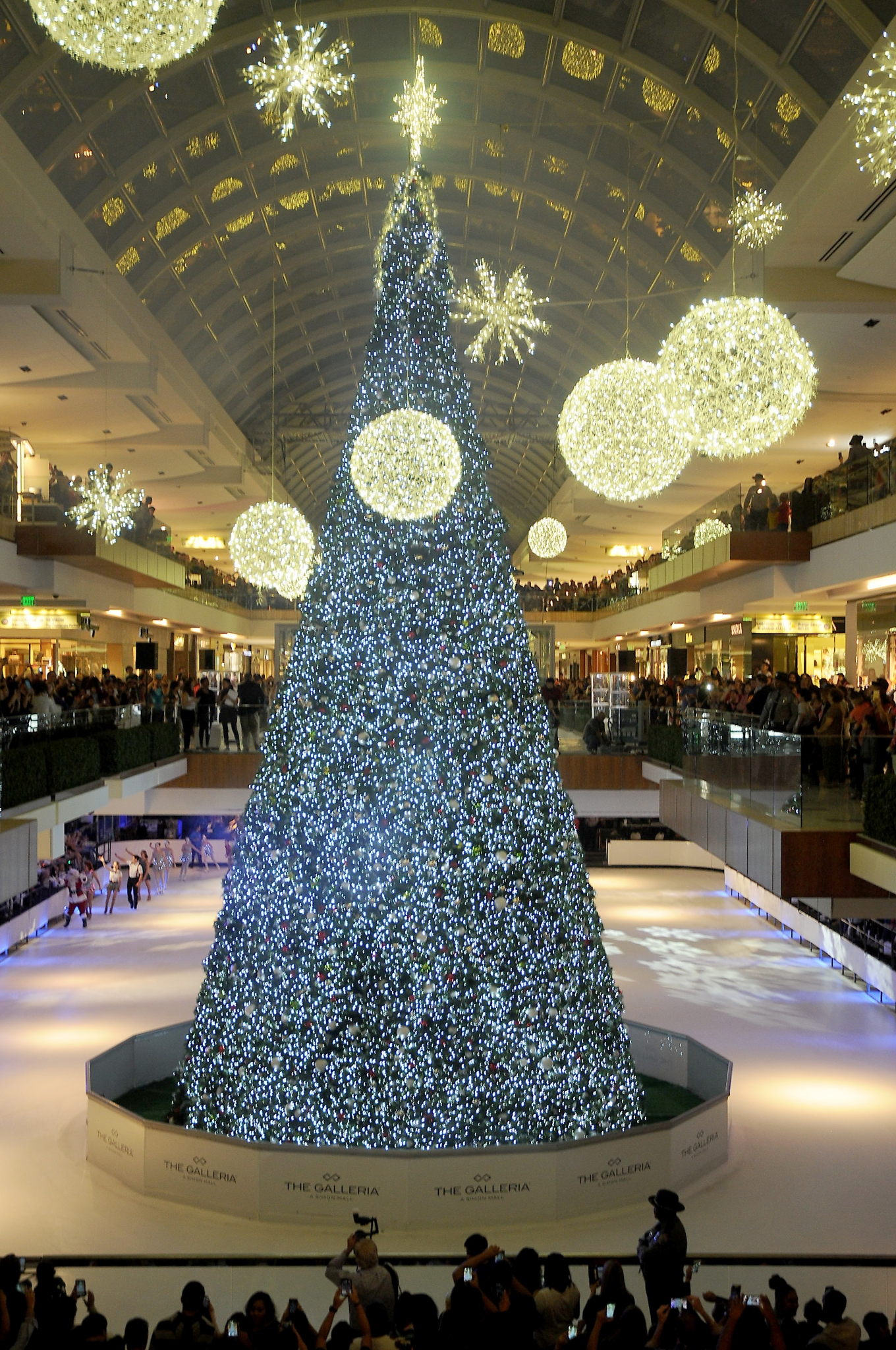 The Galleria Will Host Its Tree Lighting Ice Show On