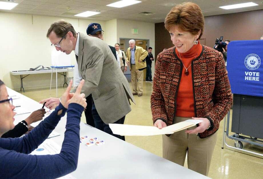 Mayor Kathy Sheehan and husband Robert get their ballots at B'Nai Shalom Tuesday Nov. 7, 2017 in Albany, NY.  (John Carl D'Annibale / Times Union) Photo: John Carl D'Annibale, Albany Times Union / 20042059A