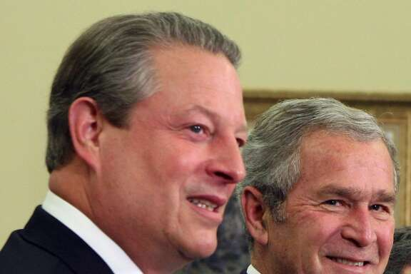 (NYT22) WASHINGTON -- Nov. 26, 2007 -- BUSH-GORE -- President George W. Bush, right, is joined by former Vice President Al Gore during a reception in the Oval Office on Monday, Nov. 26, 2007. Gore was honored at the White House along with other recipients of the 2007 Nobel Prize. (Doug Mills/The New York Time)  Ran on: 11-27-2007 Gore and Bush: together again Ran on: 11-27-2007 Gore and Bush: together again
