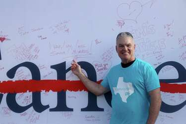 Modern Family' actor surprises lung cancer survivors - Houston Chronicle