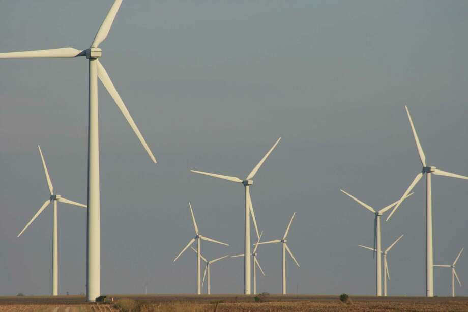 Turbines on a wind farm generate electricity in Ford County in northeastern Illinois. Photo: Bill Montgomery, Houston Chronicle