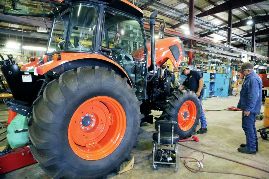 Employees at Alamo Group's manufacturing facility in Seguin work to modify a Kubota tractor. Photo: Tom Reel /San Antonio Express-News / 2017 SAN ANTONIO EXPRESS-NEWS