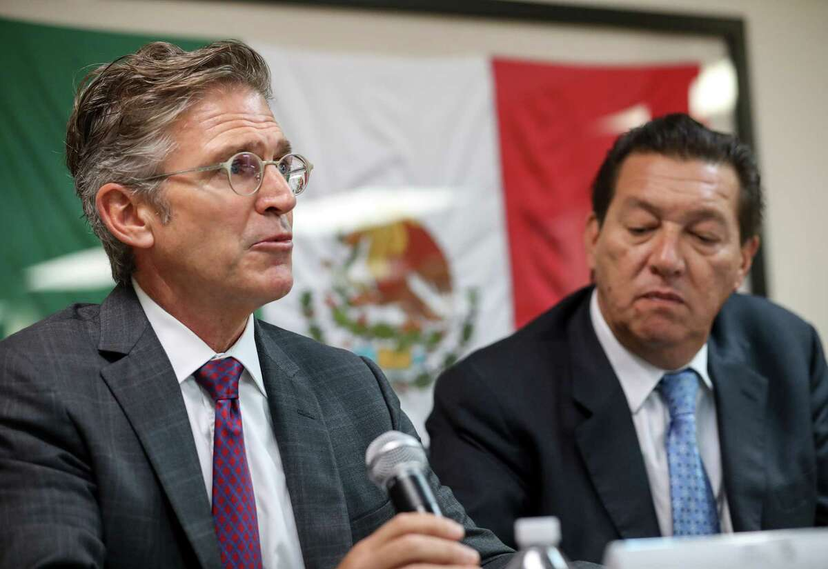 Greg Kuykendall, left, director of the legal assistance program for capital cases, and Oscar Rodriguez Cabrera, consul general of Mexico in Houston, say that the execution should be halted.