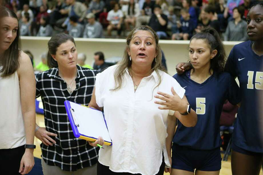 O'Connor coach Yami Garcia talks to her team during a time out in their Class 6A third-round high school volleyball playoff match with Churchill at the Alamo Convocation Center on Tuesday, Nov. 7, 2017.  O'Connor won in five sets:  25-20, 25-27, 25-23, 25-27, 15-6.  MARVIN PFEIFFER/mpfeiffer@express-news.net Photo: Marvin Pfeiffer, Staff / San Antonio Express-News / Express-News 2017