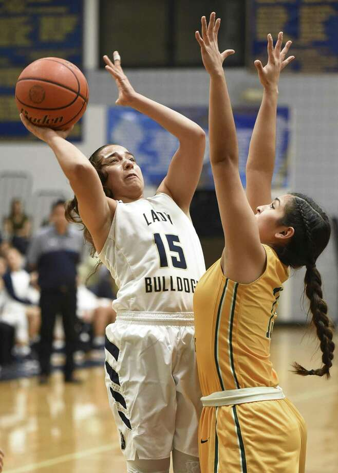 MaCayla Muñoz had 11 points and nine rebounds in Alexander's 55-27 win over Seguin. Photo: Danny Zaragoza /Laredo Morning Times File / Laredo Morning Times