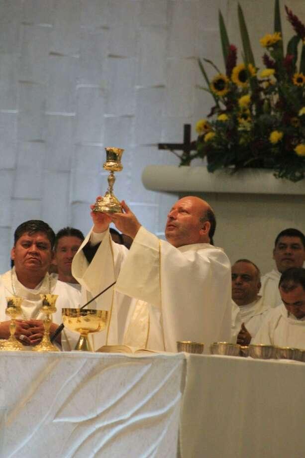 El Nuncio Apostólico Franco Coppola celebró la misa del 28 aniversario de la Diócesis de Nuevo Laredo en la Catedral del Espiritú Santo. Photo: Foto De Cortesía / Diócesis De Nuevo Laredo