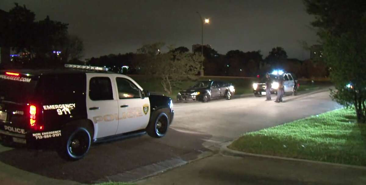 A woman was shot in the head early Wednesday in the parking lot of a south Houston bar. (Metro Video)