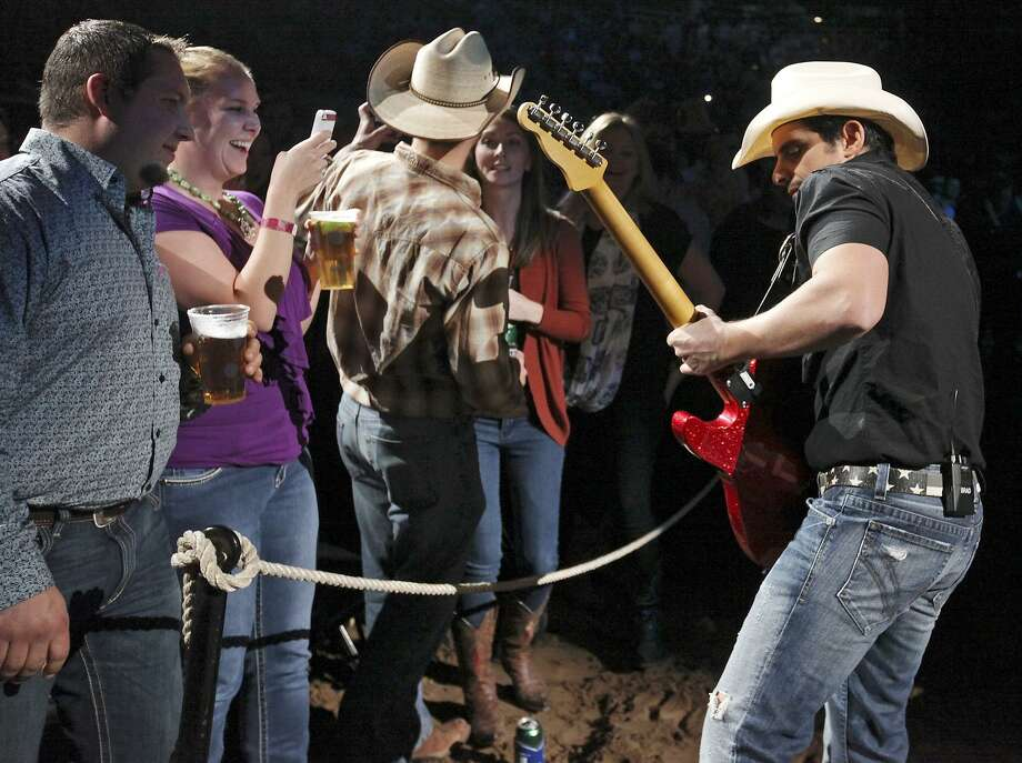 Country music fans can see some of their favorite stars, including Brad Paisley, at the 2018 San Antonio Stock Show & Rodeo. Photo: Edward A. Ornelas /San Antonio Express-News / © 2015 San Antonio Express-News
