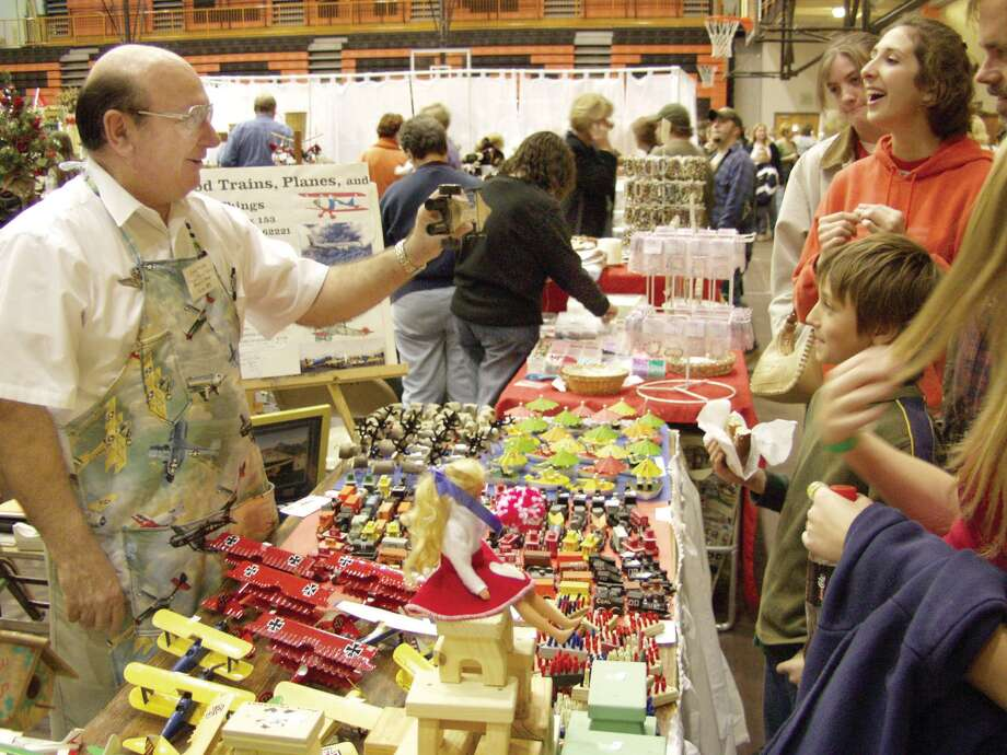 A vendor shows off an item during a previous Edwardsville High School Band Boosters Arts and Craft Fair. Photo: Marci Winters-McLaughlin • For The Intelligencer