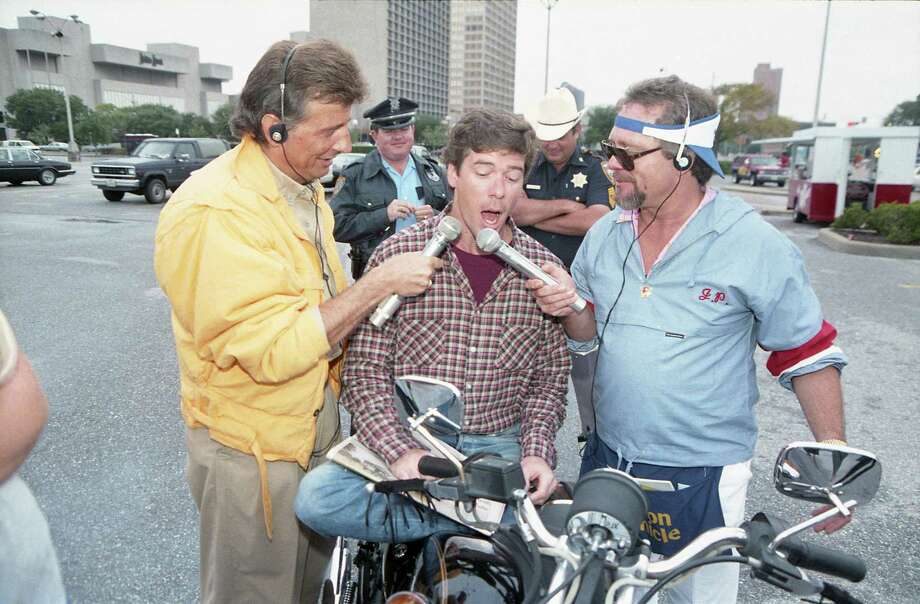 KLOL-FM disc jockeys Mark Stevens, left, and Jim Pruett, right, cajole a passer-by, Tom Jones, to sing for some Astros tickets during their Top Jock campaign this week in the Galleria area, Oct. 9, 1986. The disc-jockey team also sold copies of the Chronicle on the corner and urged readers to vote for them in the contest, which runs through Oct. 27. Photo: Carlos Antonio Rios, HC Staff / Houston Chronicle