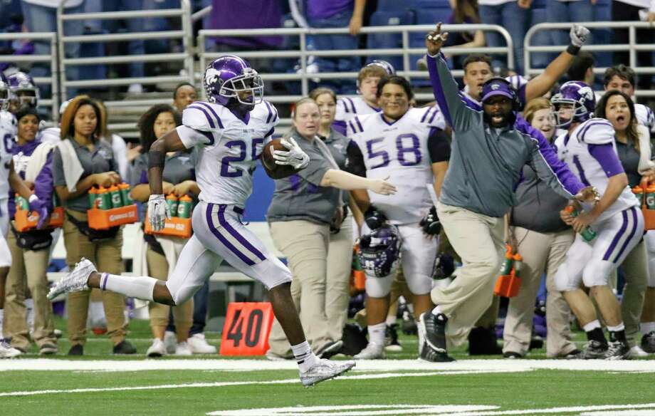 Angleton's B.J. Foster, one of the Greater Houston area's top players, missed last week's game and according to his coach, could be out another week or two. He's missed significant time each of the past two seasons for the Wildcats. Photo: Ron Cortes, Photographer / For The Chron / Internal