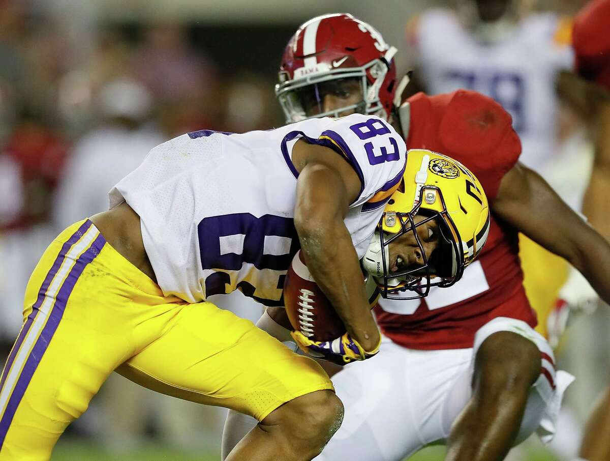 Russell Gage #83 of the LSU Tigers rushes against Rashaan Evans #32 of the Alabama Crimson Tide at Bryant-Denny Stadium on November 4, 2017 in Tuscaloosa, Alabama. (Photo by Kevin C. Cox/Getty Images)