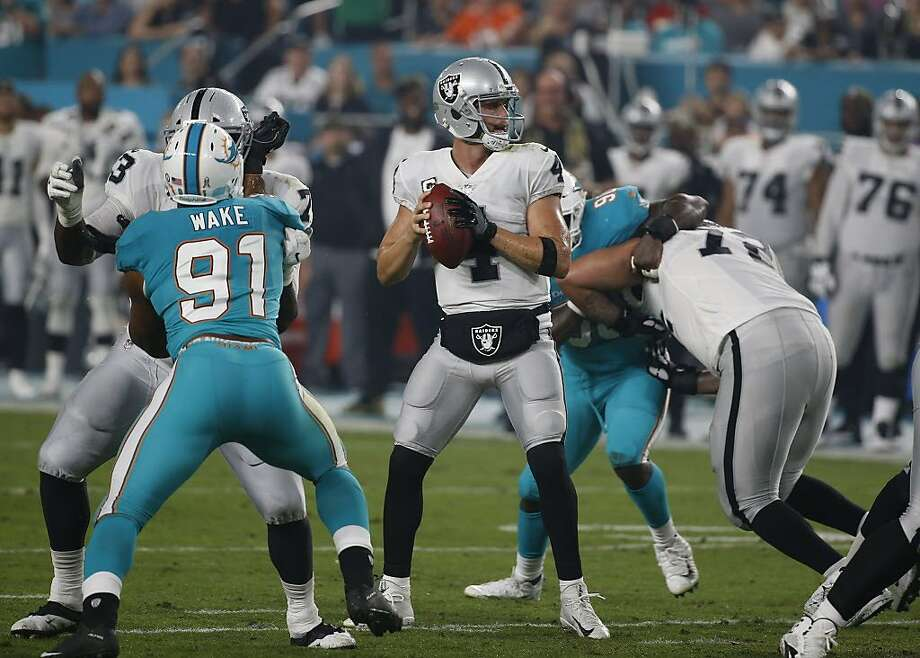 Quarterback Derek Carr entered the Miami game with the fastest release time in the league, taking an average of 2.33 seconds before throwing the ball. He averaged 2.59 seconds before throws against the Dolphins. Photo: Wilfredo Lee, Associated Press