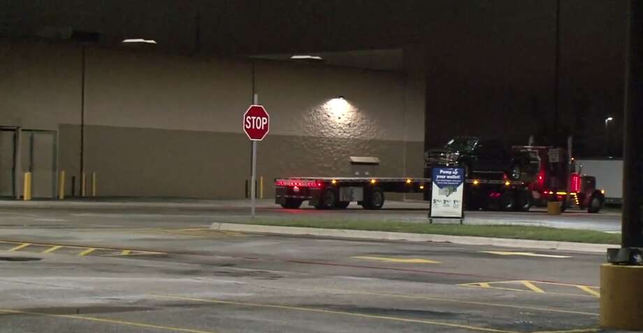 Police arrested 11 men early Thursday who are suspected of burglarizing a Sam's Club in southwest Houston. Photo: Metro Video