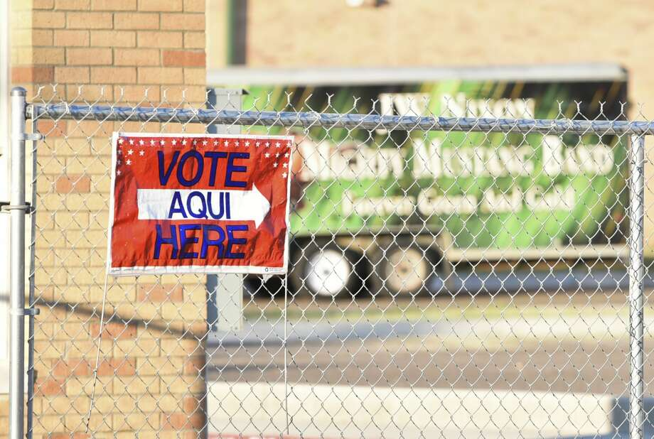 A banner directs voters into the Nixon High School voting site on Thursday, Nov. 7, 2017. Photo: Danny Zaragoza/Laredo Morning Times