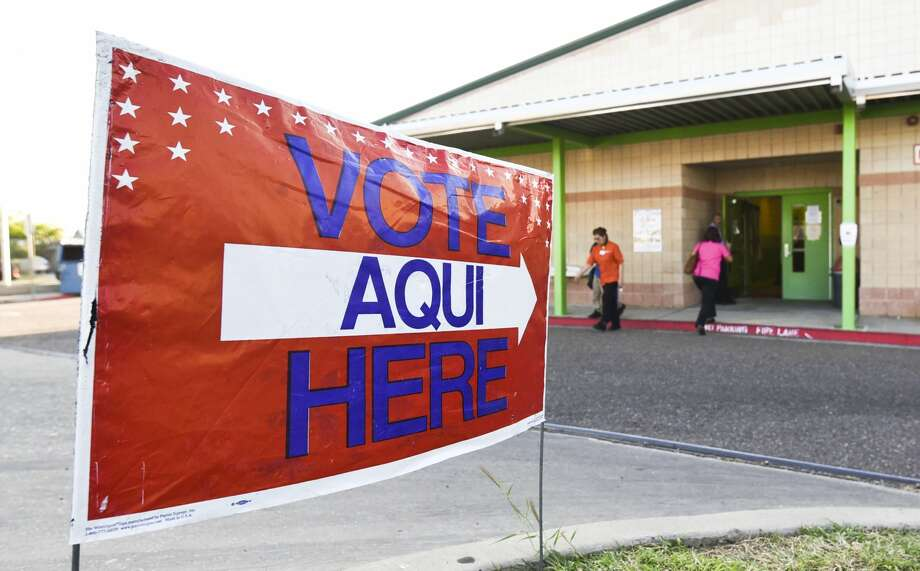 Voters enter and exit the Don Jose Gallegos Elementary voting site on Thursday, Nov. 7, 2017. Photo: Danny Zaragoza/Laredo Morning Times