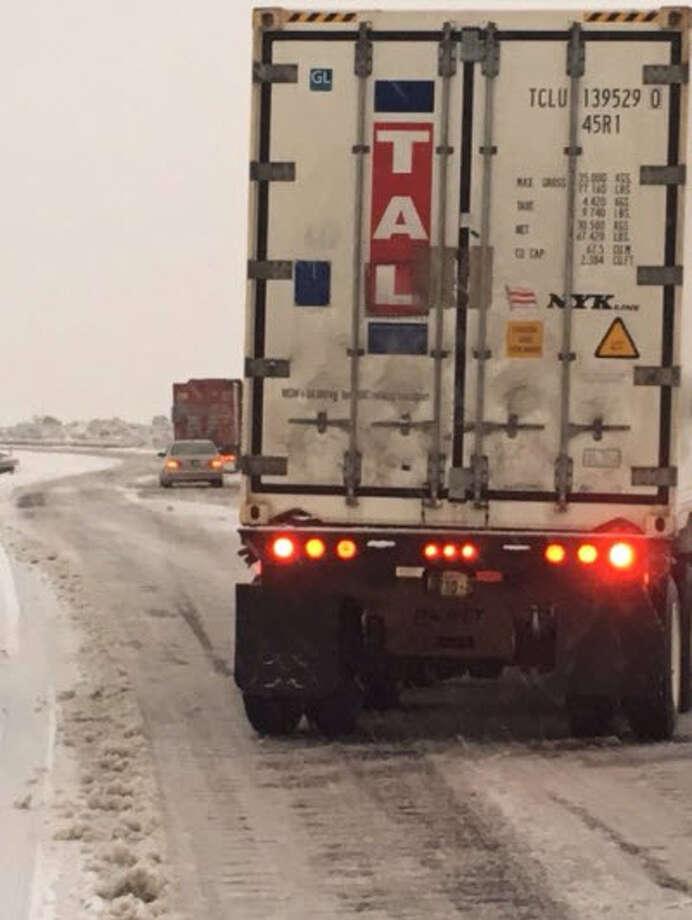 The snowy scene on Interstate 90 near Rygrass on Nov. 9, 2017. Photo: Washington State Patrol