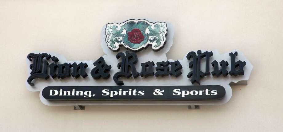 The Lion & Rose British Restaurant & Pub has closed its Park North location. Photo: Juanito M. Garza /San Antonio Express-News / San Antonio Express-News
