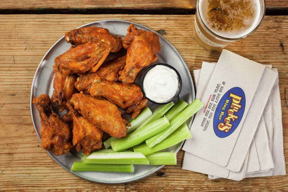 Pluckers Wing Bar, 