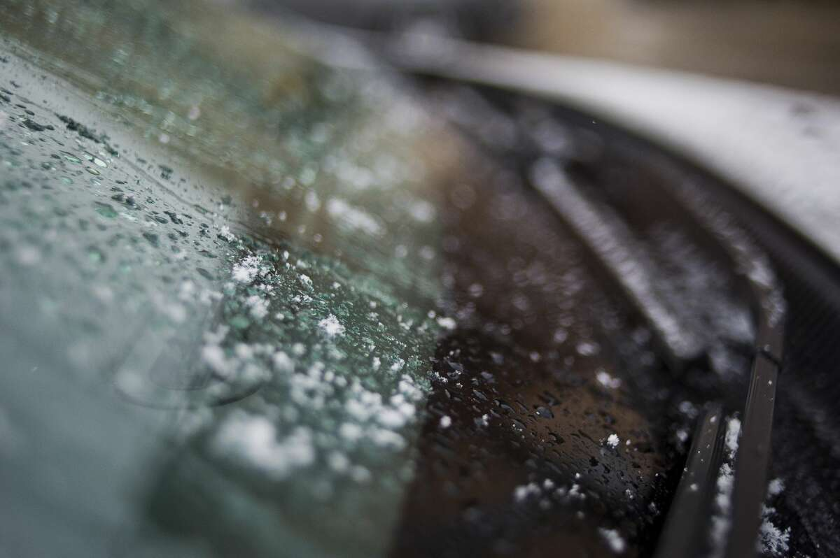 Snowflakes accumulate on a car windshield in downtown Midland on Thursday, Nov. 9, 2017. (Katy Kildee/kkildee@mdn.net)