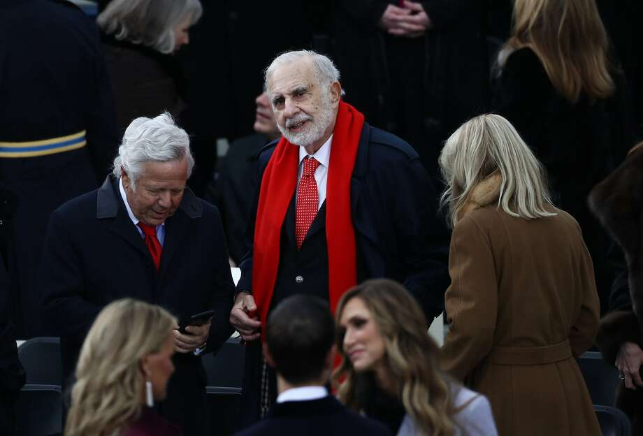 Billionaire activist investor Carl Icahn (center) and Robert Kraft, chairman and chief executive officer of the New England Patriots (left),arrive during the 58th presidential inauguration in Washington on Jan. 20, 2017. Photo: Andrew Harrer / Bloomberg