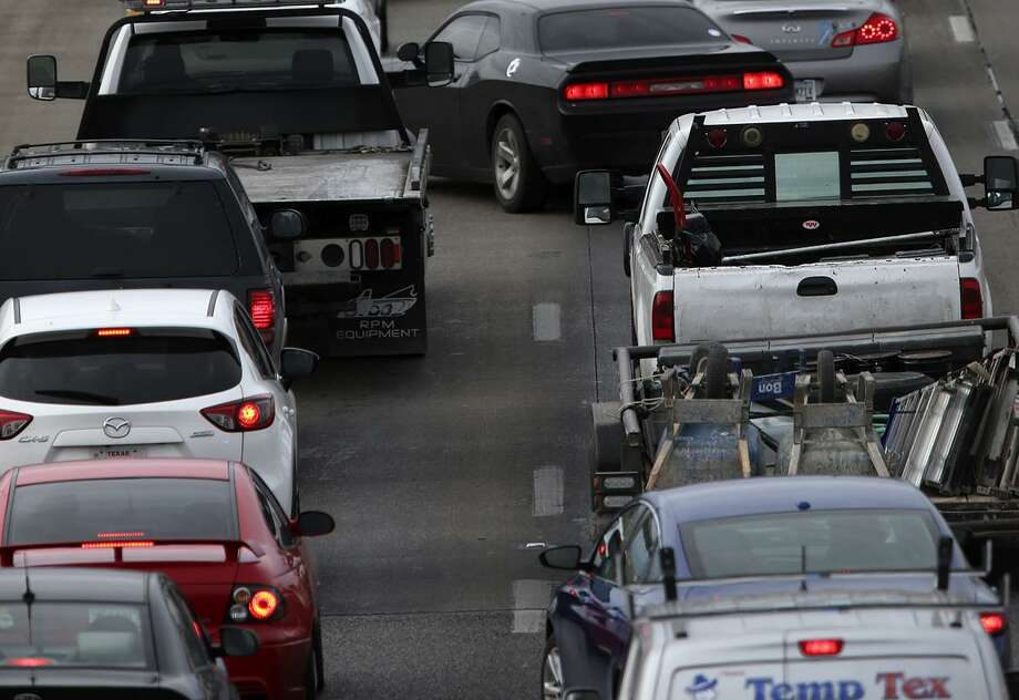 Traffic backs up on Loop 410 last year. The Loop's interchange with U.S. 90 will see lane closures and detours starting Friday into December. Photo: John Davenport /San Antonio Express-News / ©San Antonio Express-News/John Davenport