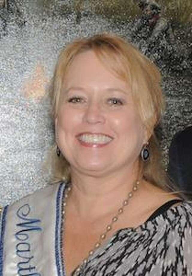 Tami Summers, profesora adjunta de University College en TAMIU y representante Martha Washington.