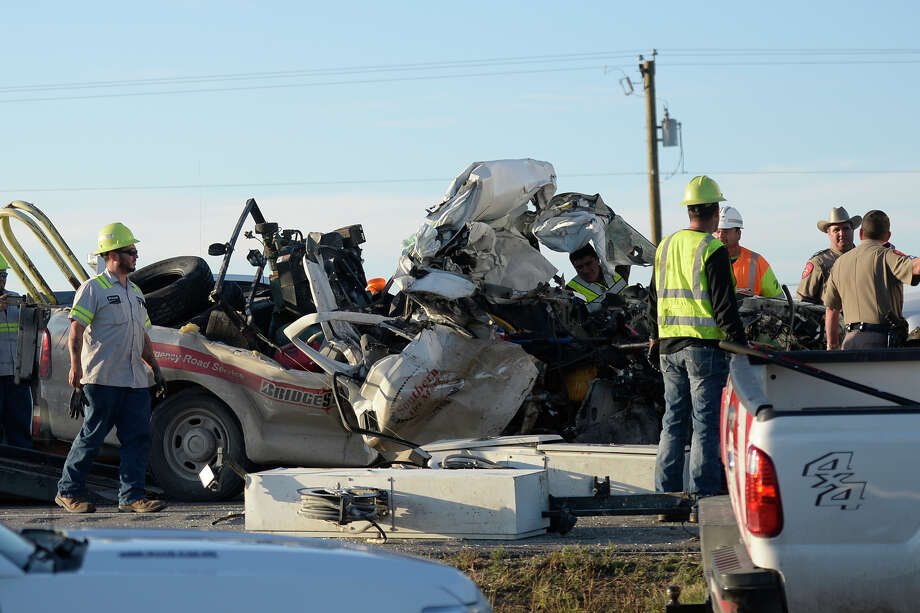 Emergency personnel work the scene of a fatal wreck in the eastbound lanes of Interstate 20 west of Midland on Nov. 9, 2017. James Durbin/Reporter-Telegram Photo: James Durbin