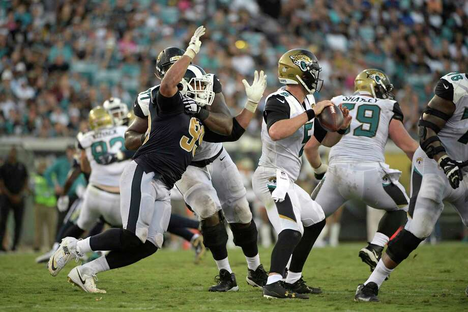The Jaguars' Patrick Omameh has his hands full trying to keep the Rams' Aaron Donald, left, from sacking quarterback Blake Bortles in their Oct. 15 game. Photo: Phelan M. Ebenhack, FRE / FR121174 AP