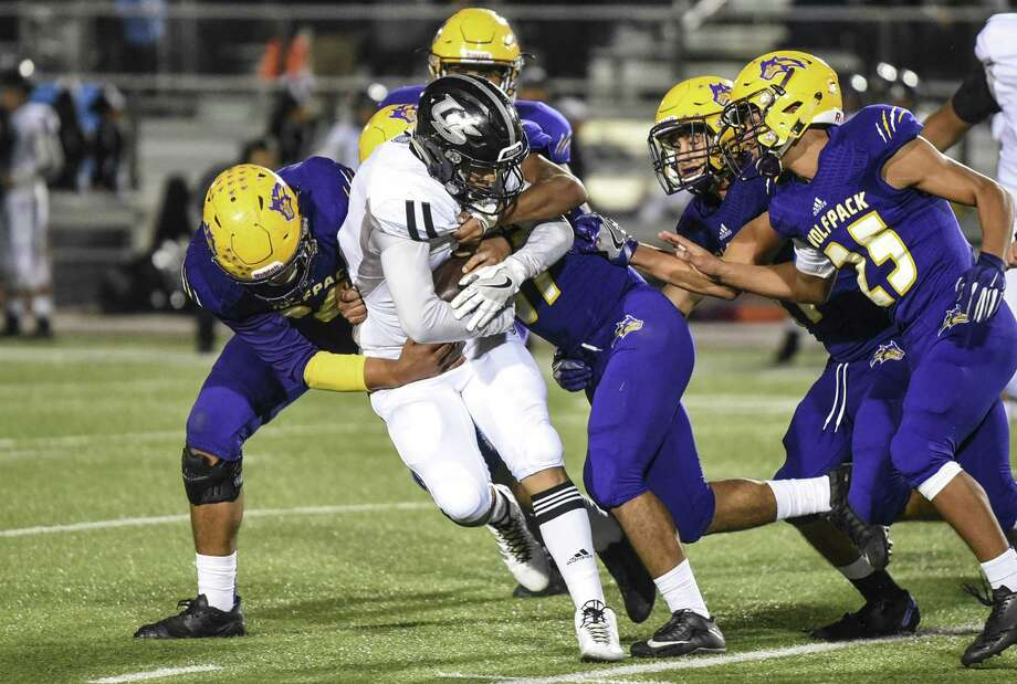 Sergio Vela ran seven times for 41 yards and a touchdown Thursday in United South's 21-14 win over LBJ. Photo: Danny Zaragoza /Laredo Morning Times