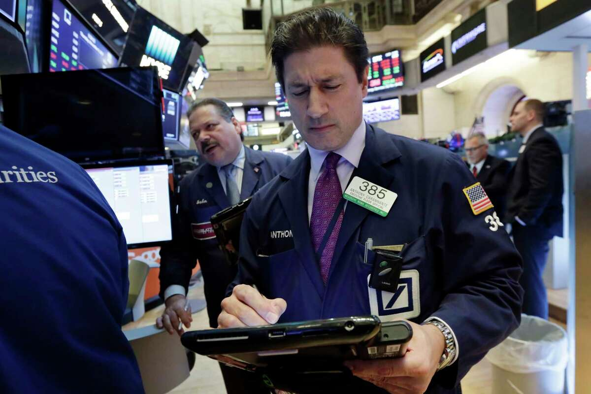 Traders John Santiago, background left, and Anthony Carannante work on the floor of the New York Stock Exchange, Thursday, Nov. 9, 2017. U.S. stocks are sinking Thursday morning as technology companies and most other parts of the market take sharp losses. (AP Photo/Richard Drew)