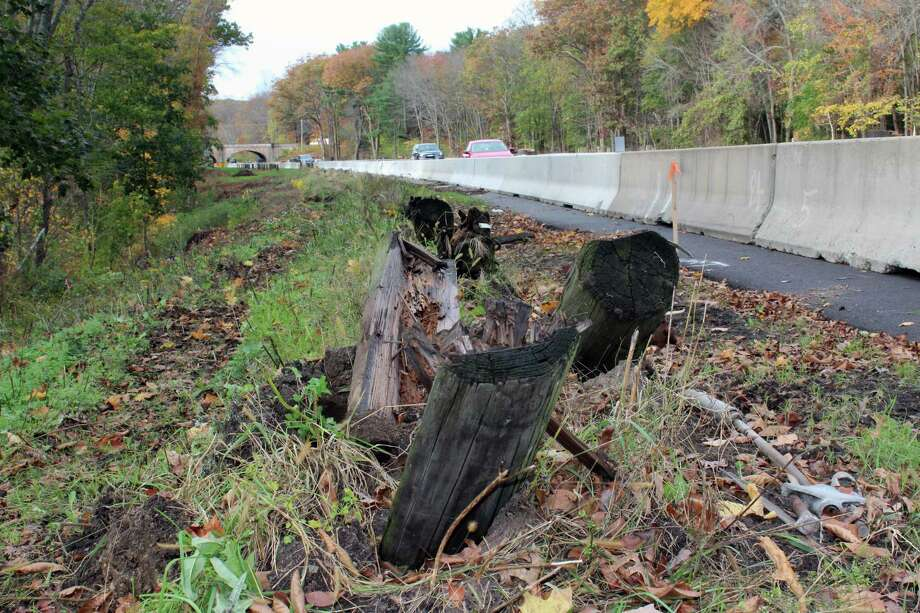 Trees down on the side of the Merritt Parkway in Westport. Photo: Justin Papp / Hearst Connecticut Media / Westport News