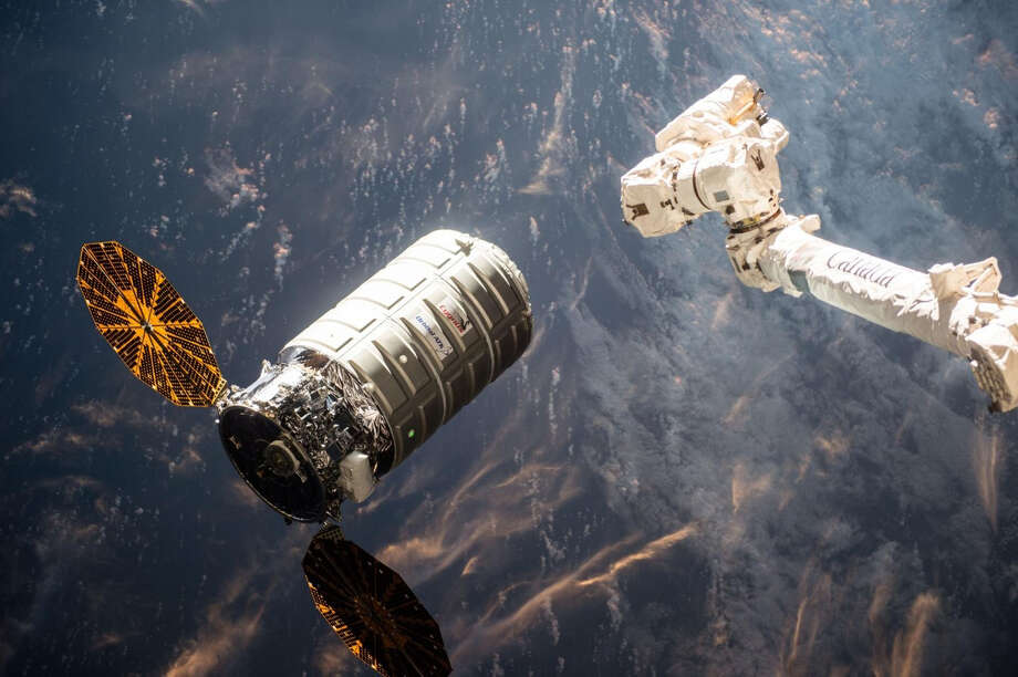 Orbital ATK's Cygnus cargo spacecraft approaches the International Space Station in 2016. Photo: NASA / The Washington Post
