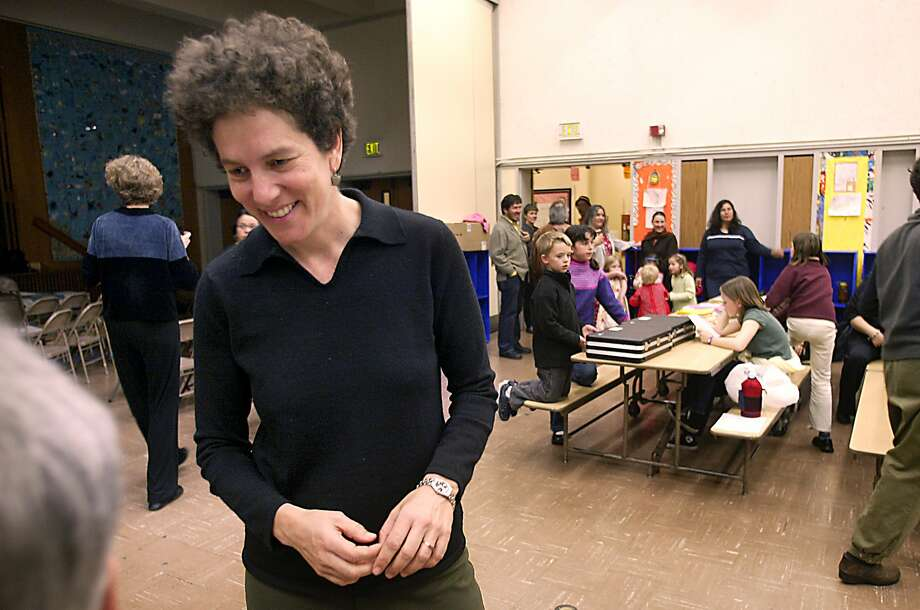 """Debra Chasnoff chats with parents in 2004 before a San Francisco screening of her documentary """"Let's Get Real,"""" which addressed bullying in middle school. Photo: LIZ HAFALIA, SFC"""