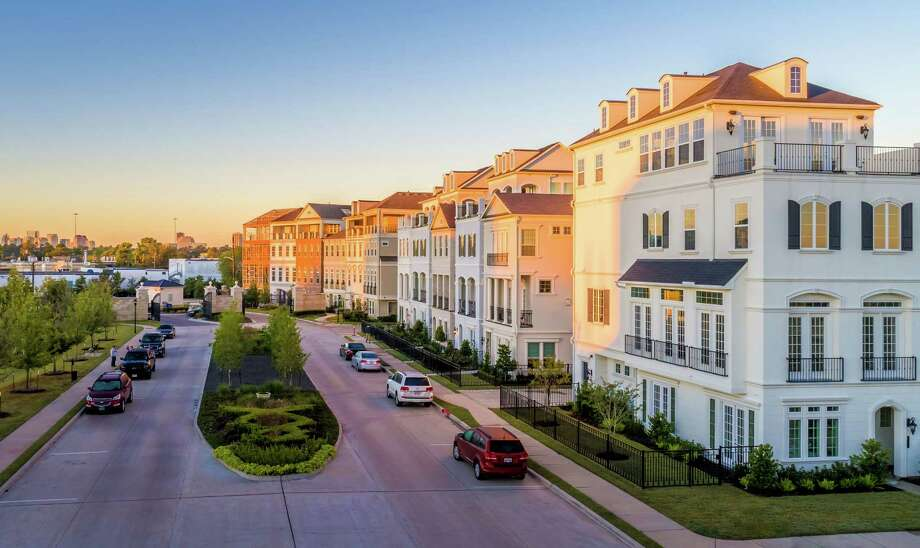 Situated on 46 acres off I-10 and Old Katy Road, north of Memorial Park, Somerset Green is Inner Loop real estate awaiting the urban buyer.