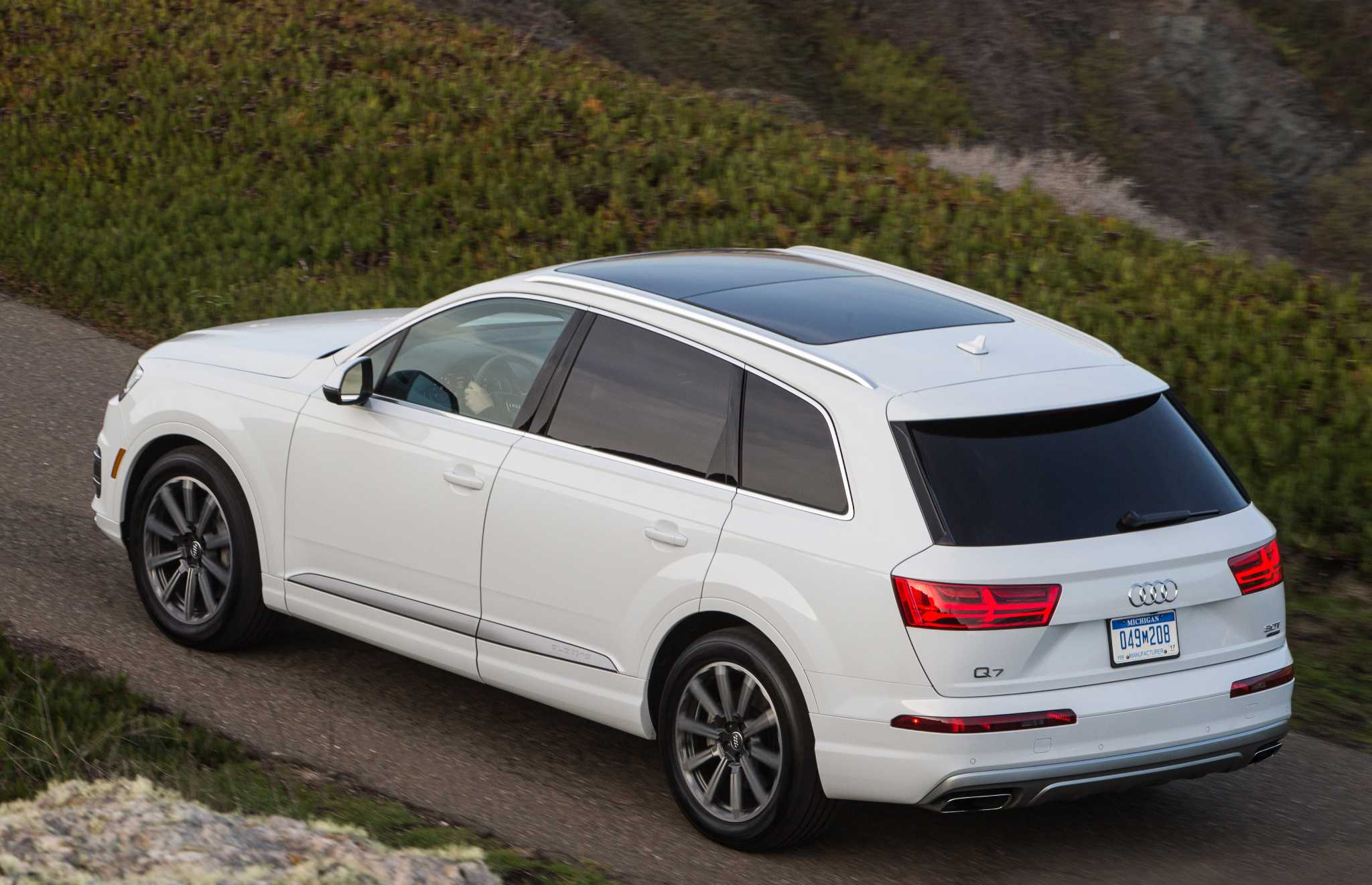 Audi redesigns three-row Q7 crossover for 2017