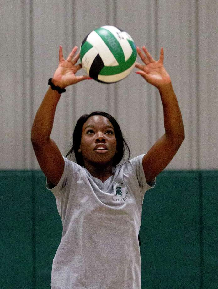 Destiny Brass sets the ball during volleyball practice at The Woodlands Christian Academy, Tuesday, Nov. 7, 2017, in The Woodlands. Photo: Jason Fochtman, Staff Photographer / © 2017 Houston Chronicle