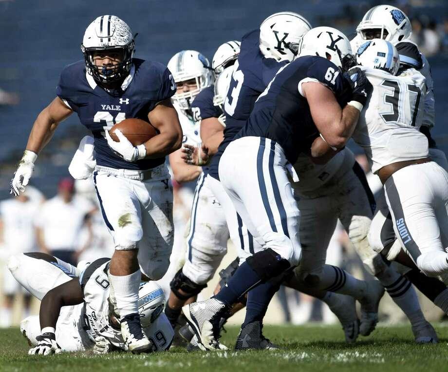 Yale's DeShawn Salter, left, breaks off a run against Columbia earlier this season. Photo: Peter Hvizdak / Hearst Connecticut Media / New Haven Register
