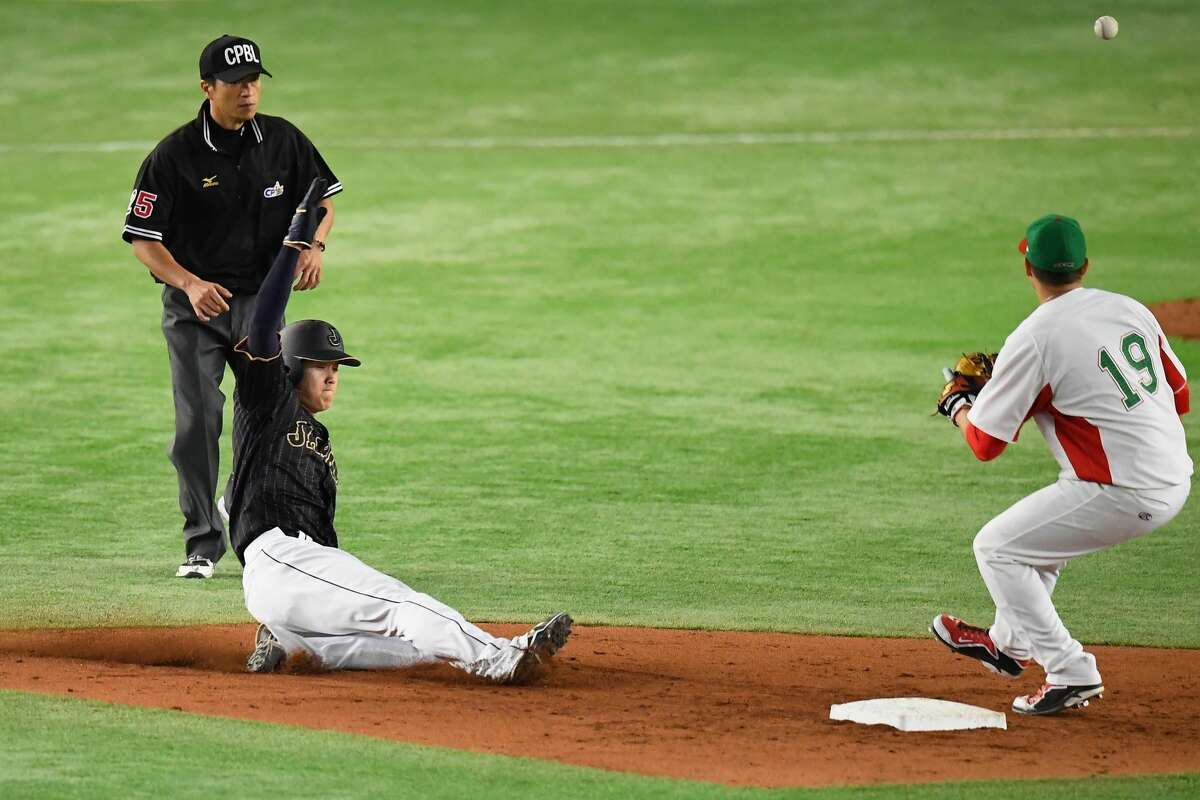 TOKYO, JAPAN - NOVEMBER 11: Designated hitter Shohei Ohtani #16 of Japan slides safely to steal the second baseb in the fifth inning during the international friendly match between Mexico and Japan at the Tokyo Dome on November 11, 2016 in Tokyo, Japan. (Photo by Masterpress/Getty Images)