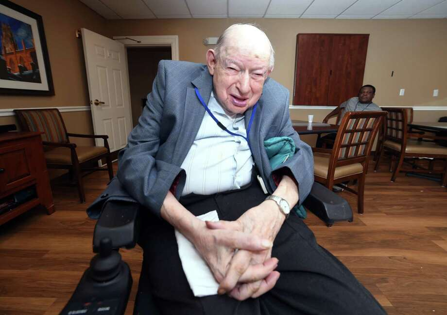 World War II veteran Maurice Chartoff, 95, talks about how he survived the Bataan Death March. Photo: Arnold Gold / Hearst Connecticut Media / New Haven Register